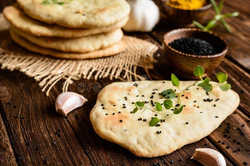 обвалите индийское naan в сухарях стоковое фото