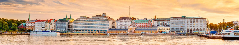 Обваловка в Хельсинки на вечере захода солнца лета, Финляндии стоковое изображение rf