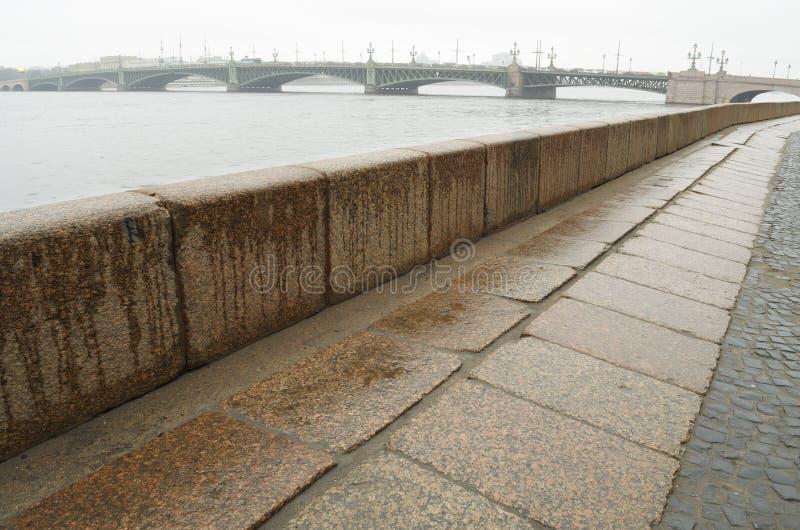 Обваловка гранита Neva стоковые изображения rf