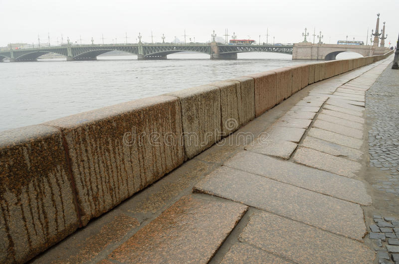 Обваловка гранита Neva стоковые изображения