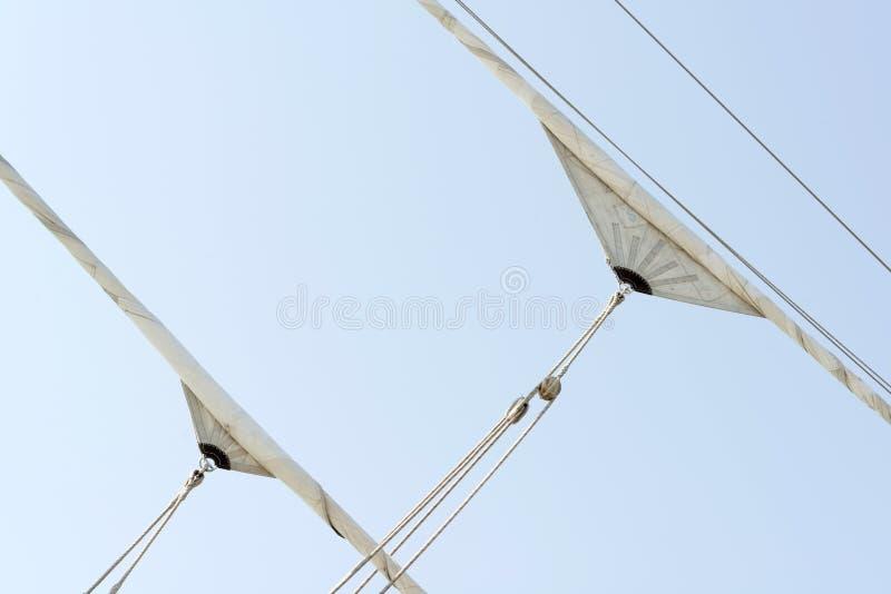 Обветренные ветрила сосуда плавания стоковое фото