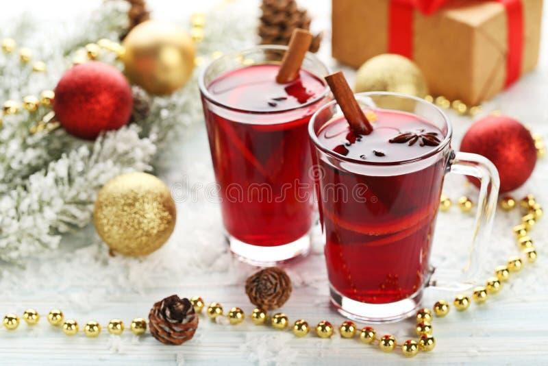 Обдумыванное вино в стеклах стоковые изображения rf