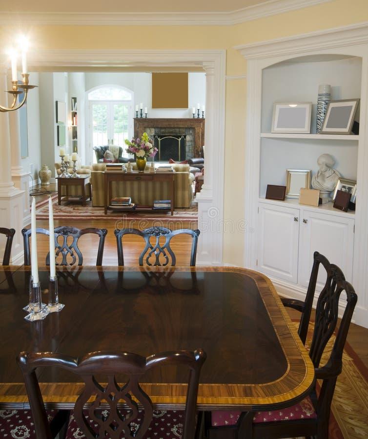 обедать живущая роскошная комната хором стоковое изображение