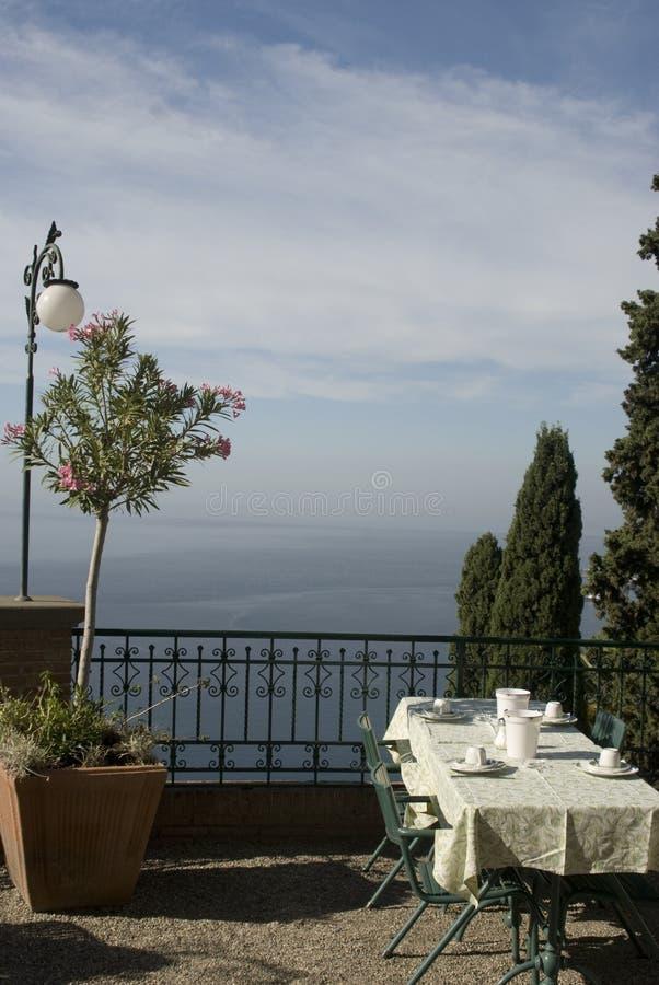 обедать tabe Сицилии стоковые фото