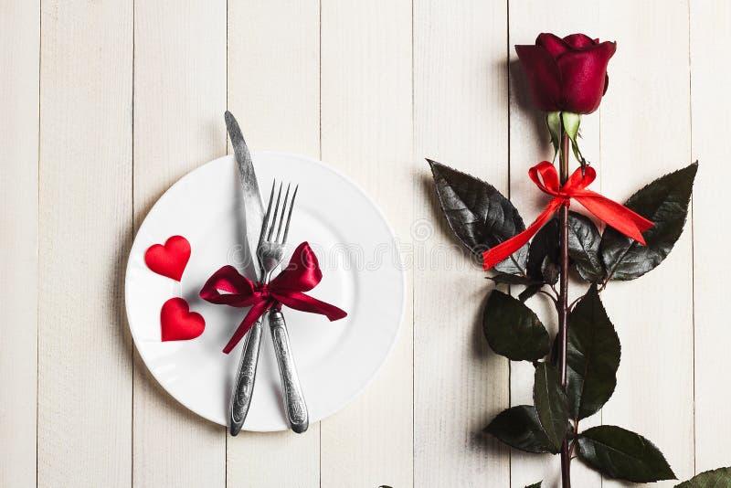 Обедающий сервировки стола дня валентинок романтичный женится я захват свадьбы стоковые изображения rf
