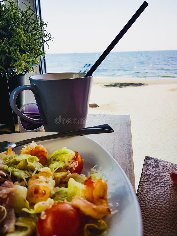 обед около моря стоковое изображение rf