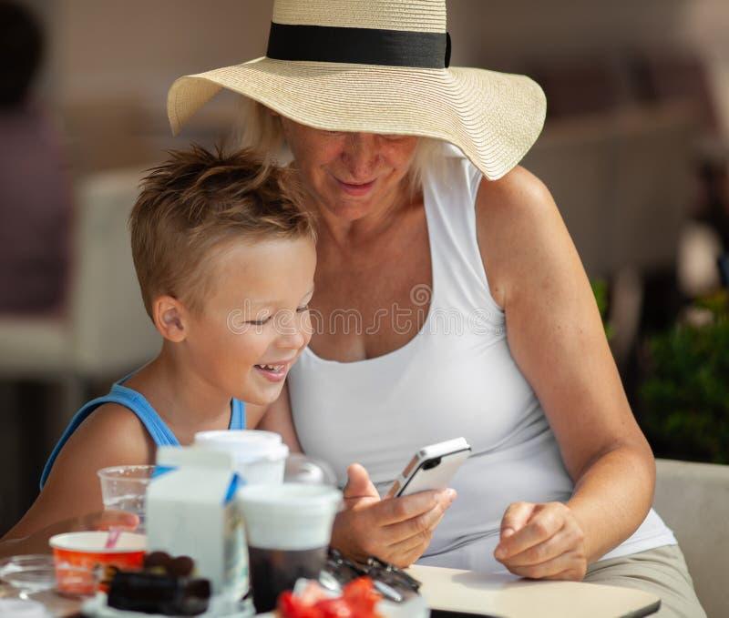 Обед с бабушкой стоковая фотография rf