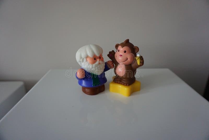 Обезьяна Брайна и старые игрушки triner для детей стоковое фото rf