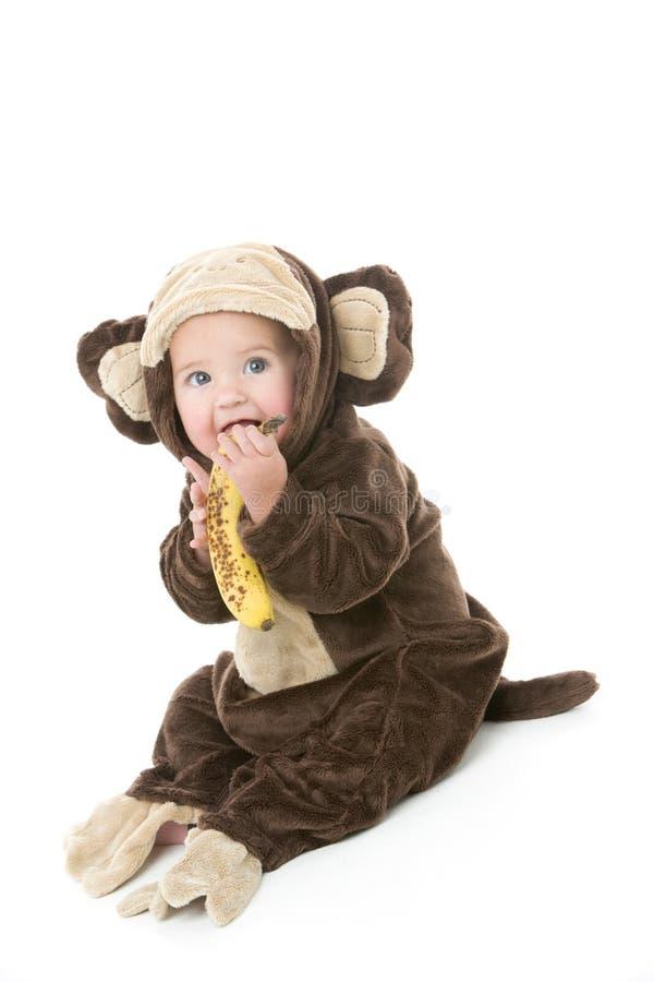 обезьяна удерживания costume банана младенца стоковые изображения rf