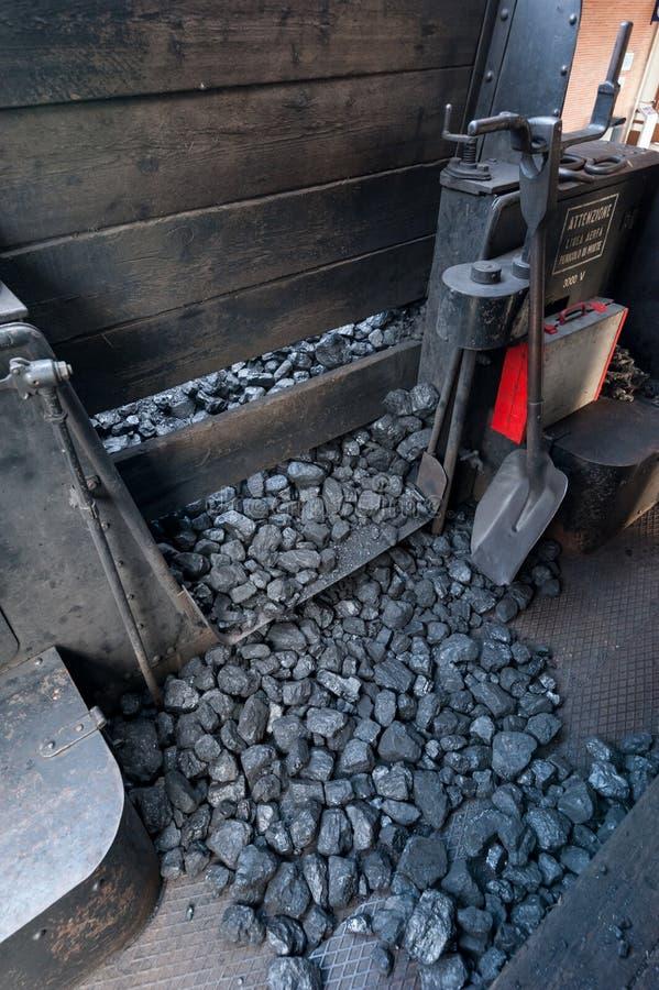 Обеспечение угля для локомотивного боилера пара стоковое фото rf