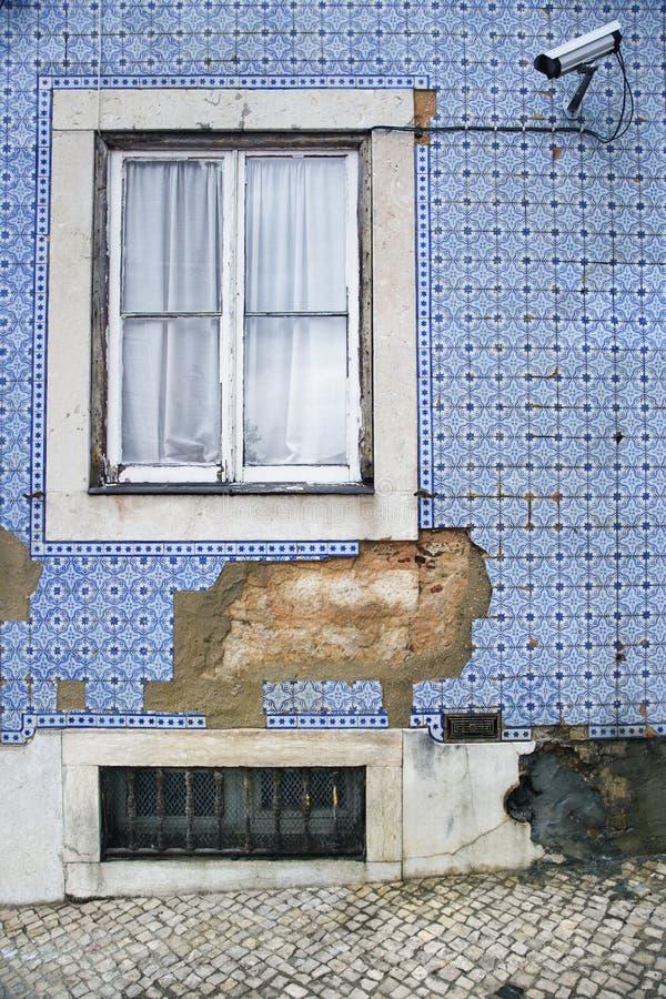 обеспеченность камеры здания упущенная экстерьером стоковое фото