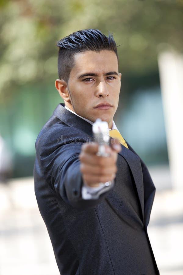 обеспеченность личного огнестрельного оружия бизнесмена стоковая фотография rf