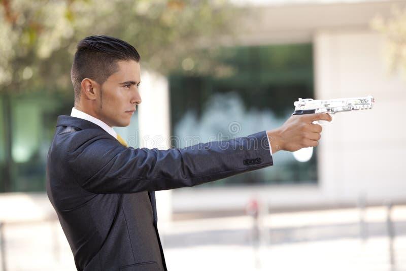 обеспеченность личного огнестрельного оружия бизнесмена стоковое фото rf