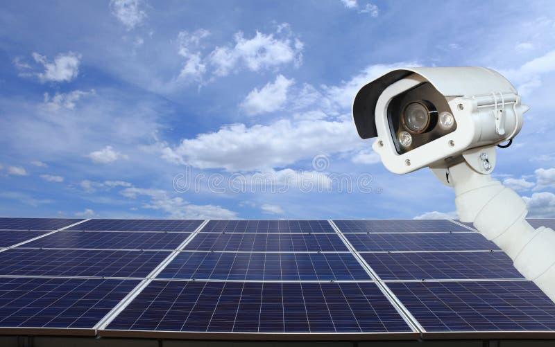 Обеспеченность солнечной электростанции камеры cctv обеспечивают солнечное стоковые изображения rf