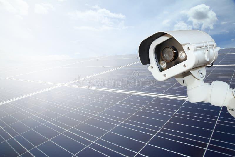 Обеспеченность солнечной электростанции камеры cctv обеспечивают солнечное стоковое изображение