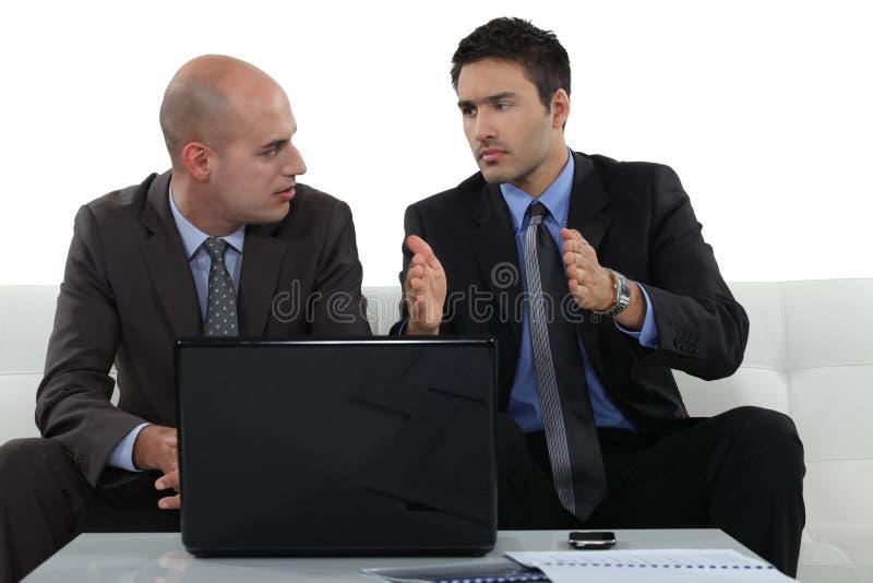 Обеспокоенные бизнес-партнеры стоковые изображения rf