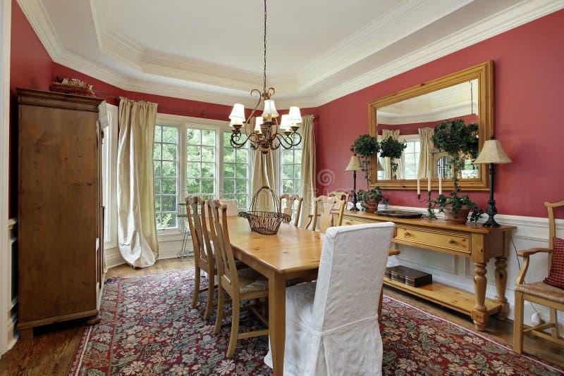 обедать красные стены комнаты стоковое фото