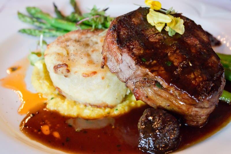 Обедающий стейка Tenderloin говядины стоковая фотография