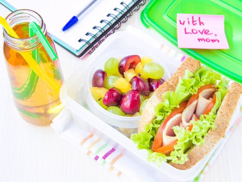 Обед бенто для вашего ребенка в школе, коробке с здоровое sandwic стоковые фотографии rf