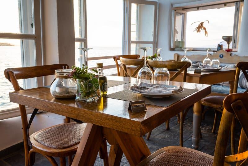 Обеденный стол на пляжном ресторане стоковое фото rf