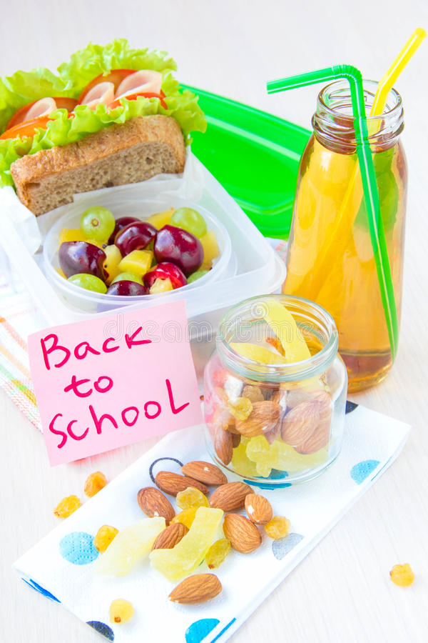 Обед Bento для вашего ребенка в школе, коробке с здоровое sandwic стоковые фото