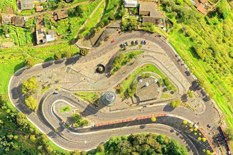 Обзор антенны Virgen Del Panecillo Кито стоковая фотография