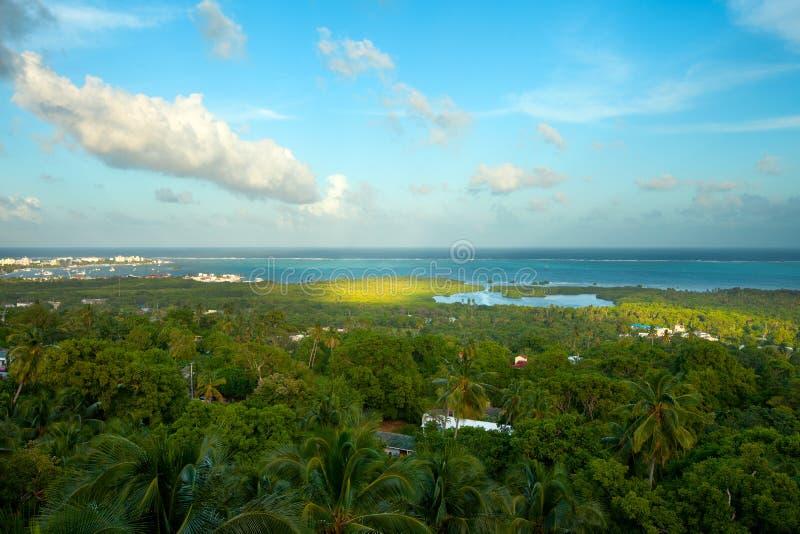 Обзор острова San Andres и моря 7 цветов стоковые фотографии rf