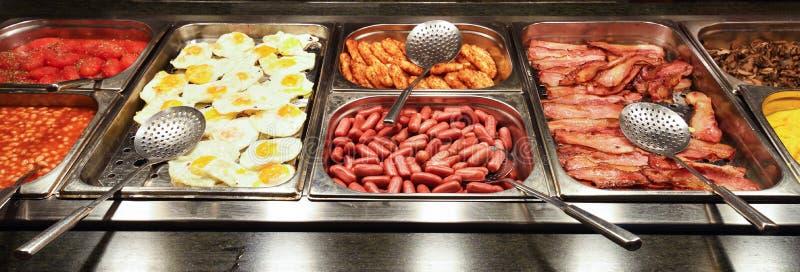Обильный английский завтрак шведский стол стоковые фото