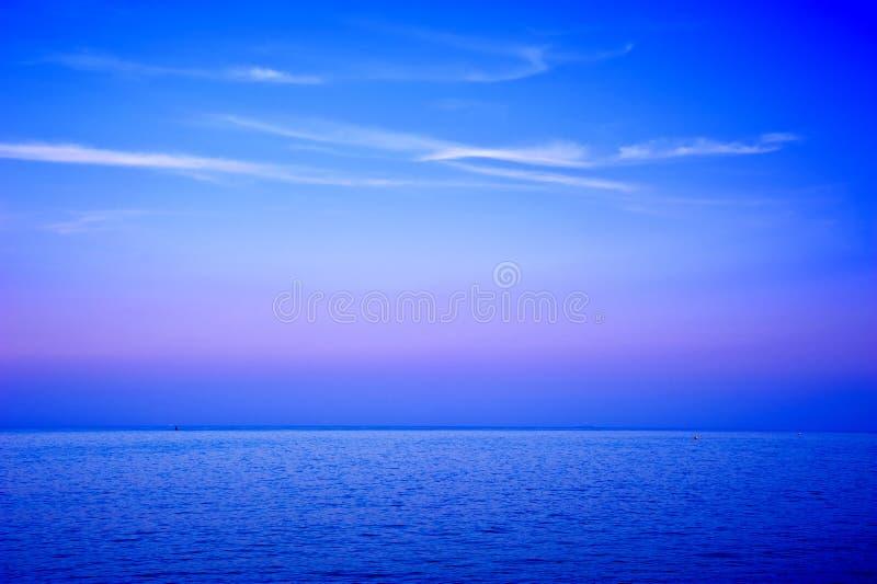 облака выравнивая seascape wispy стоковая фотография rf