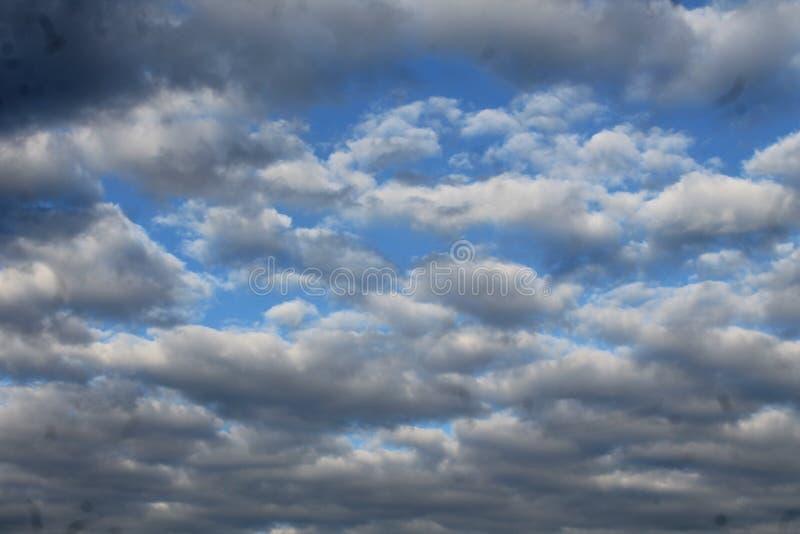 Облака заплывания любят море или океан стоковое фото rf