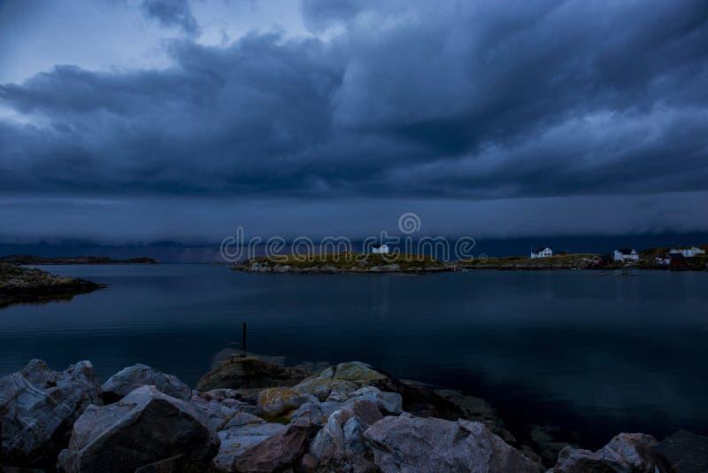 Облака затмевают, шторм приходят стоковое изображение rf
