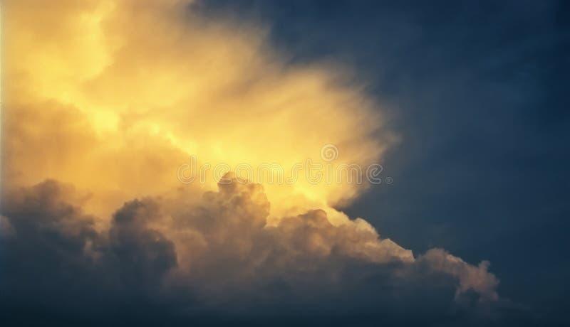 Облака захода солнца стоковые фото