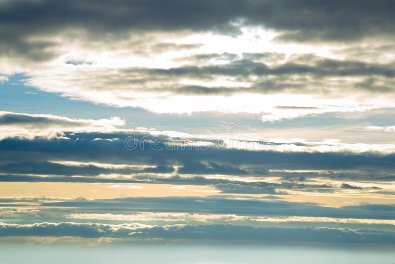 Облака которые покрывают небо стоковые изображения rf