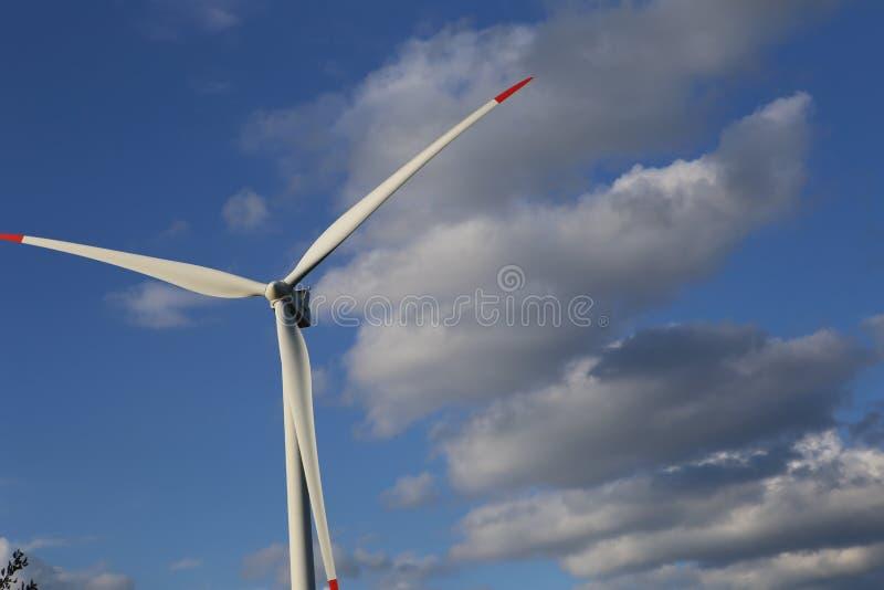 Облака на ветрянке стоковое изображение
