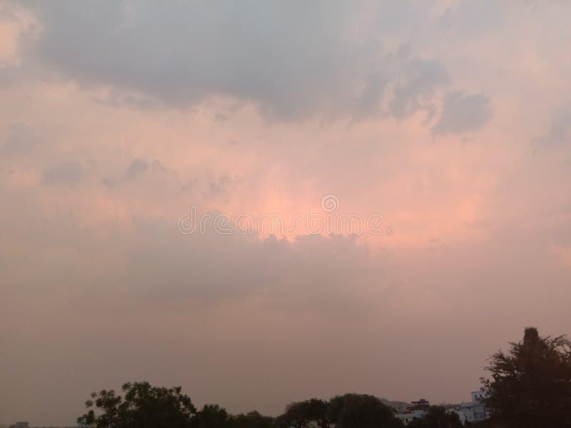 Облака перед природой захода солнца красивой стоковое фото
