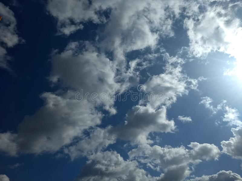облака покрыли небо стоковое изображение rf