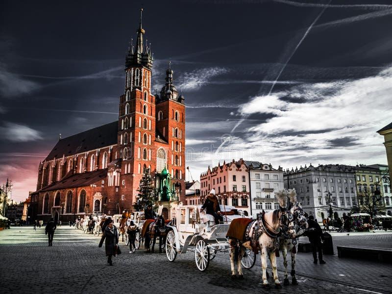 Облака танцев над городком Кракова старым стоковая фотография rf