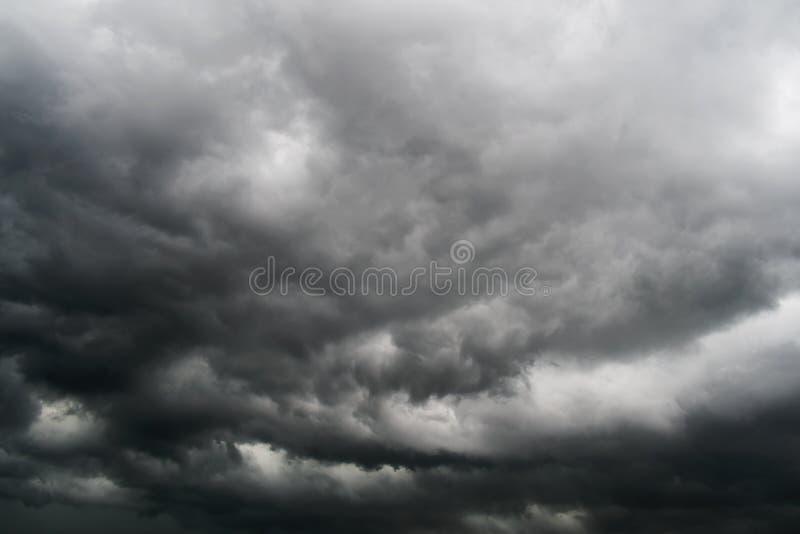 Облака шторма в небе стоковое фото rf