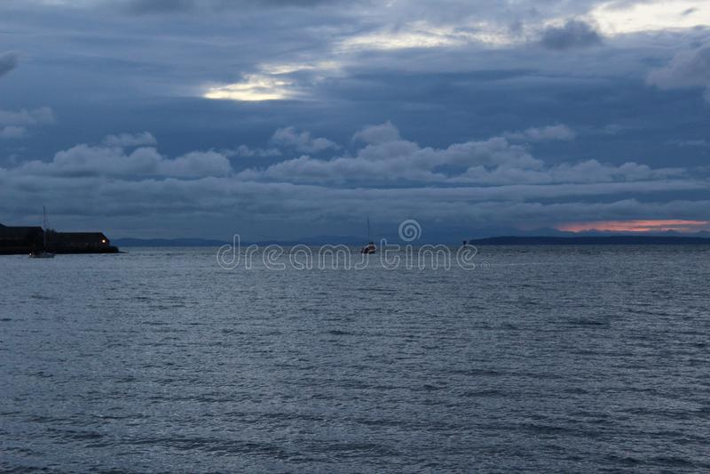 Облака шторма зимы причаливая заливу Semiahmoo стоковые фото