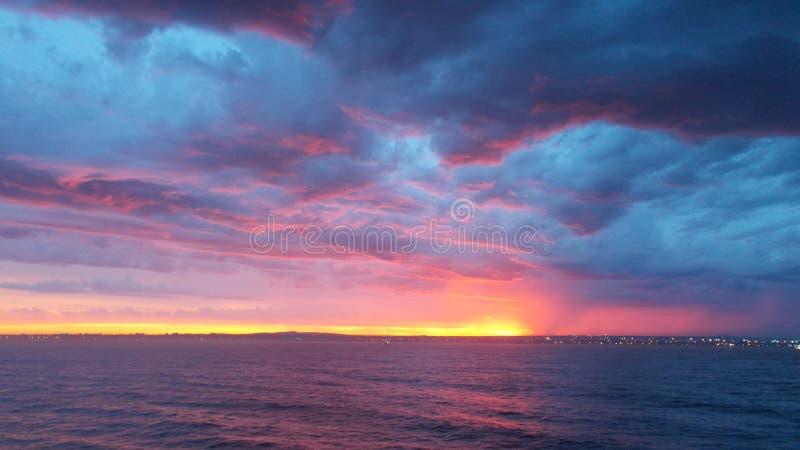 Облака Prestorm на заходе солнца стоковое фото