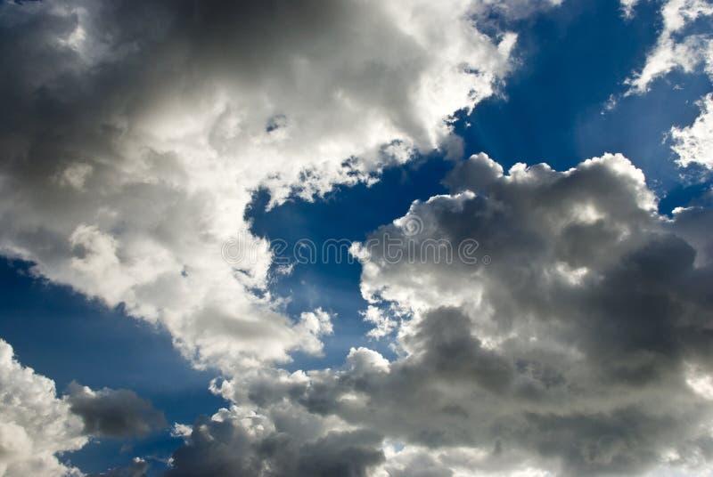 облаков заход солнца драматически стоковые фото
