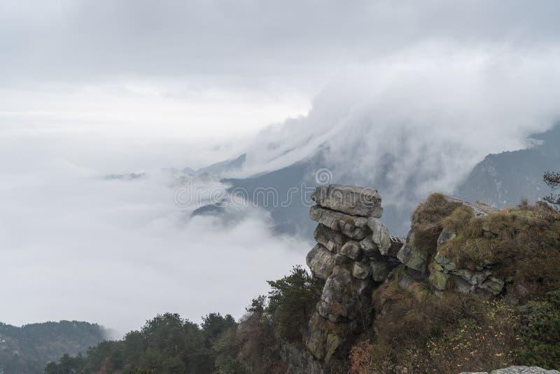Облако водопада в lushan горе стоковая фотография rf