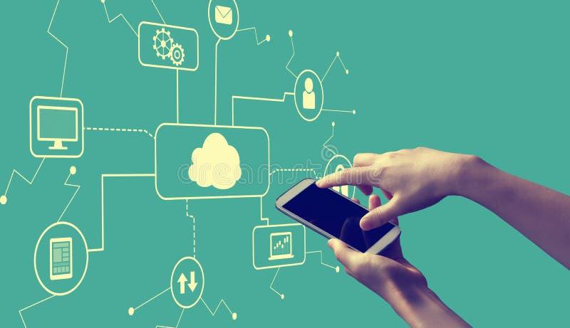 Облако вычисляя со смартфоном удерживания человека иллюстрация вектора