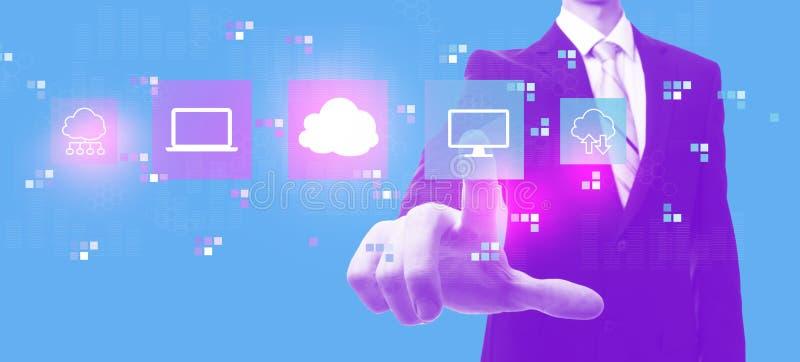Облако вычисляя с бизнесменом в duotone бесплатная иллюстрация