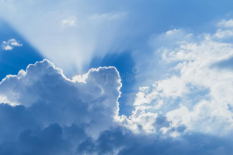 Облако голубого неба как рай с подъемом солнца стоковое фото rf