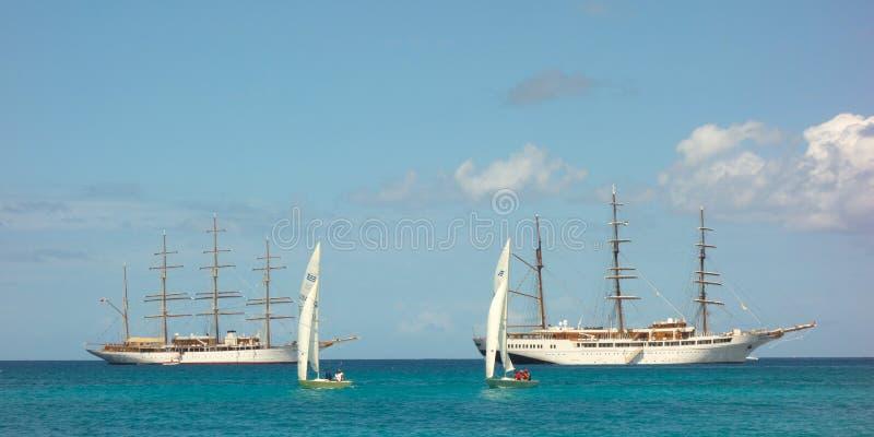 Облако моря грузит совместно в заливе Адмиралитейства, Бекии стоковые изображения rf