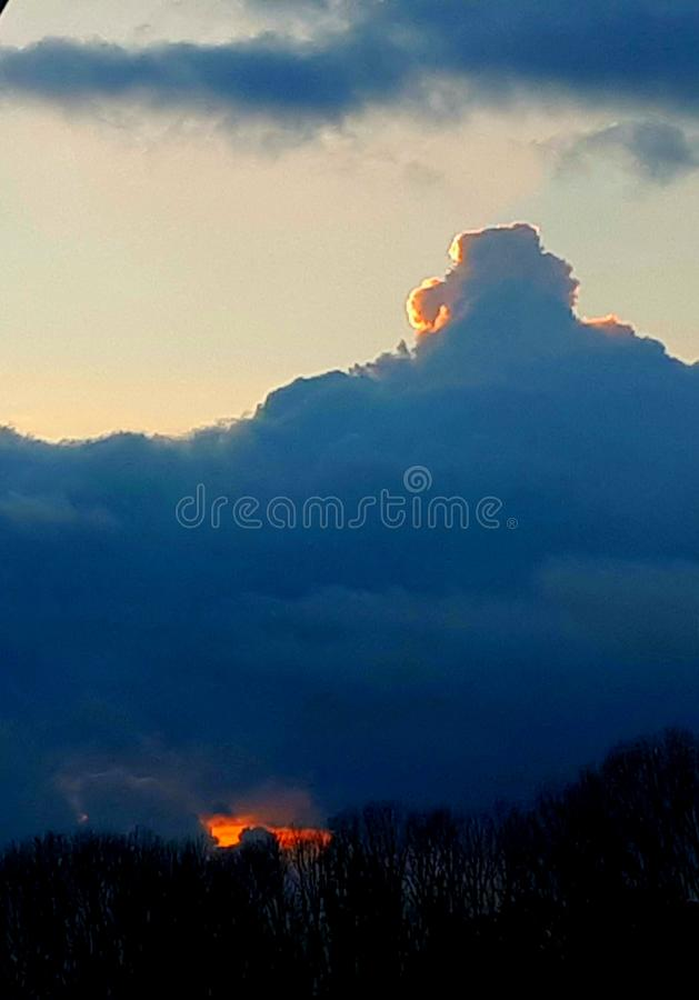 Облако на заходе солнца стоковые изображения