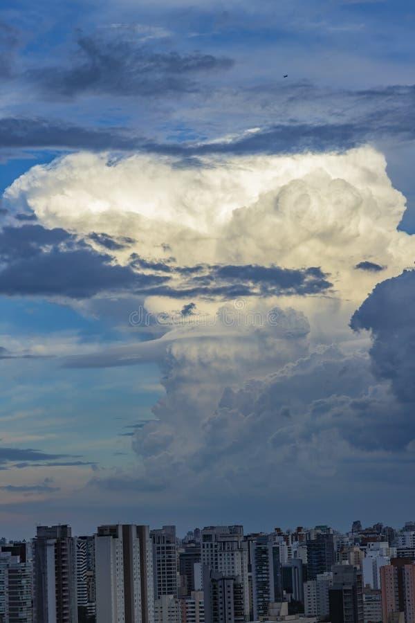 Облако nimbus кумулюса стоковые изображения