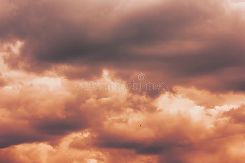 Облачное небо ждать фотоснимок облаков шторма стоковая фотография