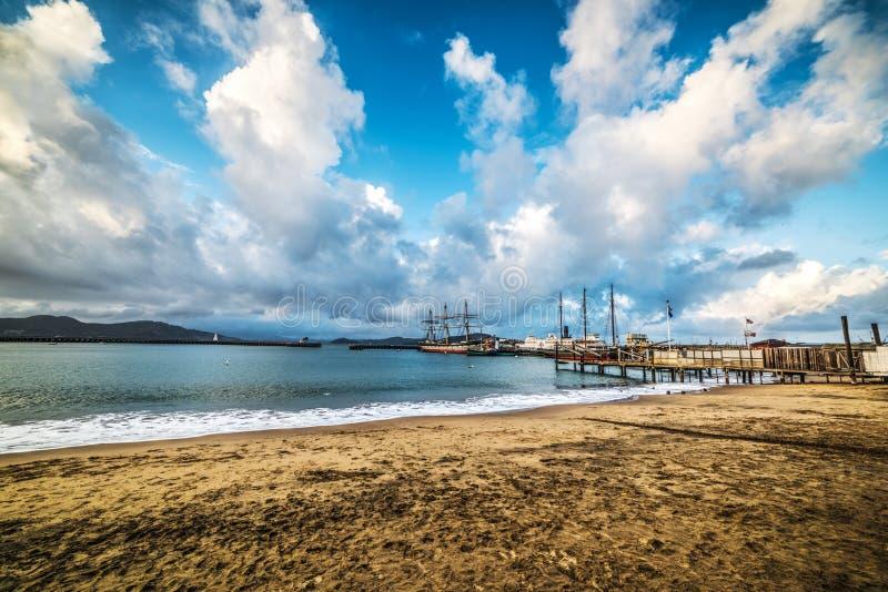 Облачное небо над пристанью улицы Hyde в Сан-Франциско стоковое изображение rf